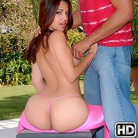 8thstreetlatinas veronika Friendly Benefits