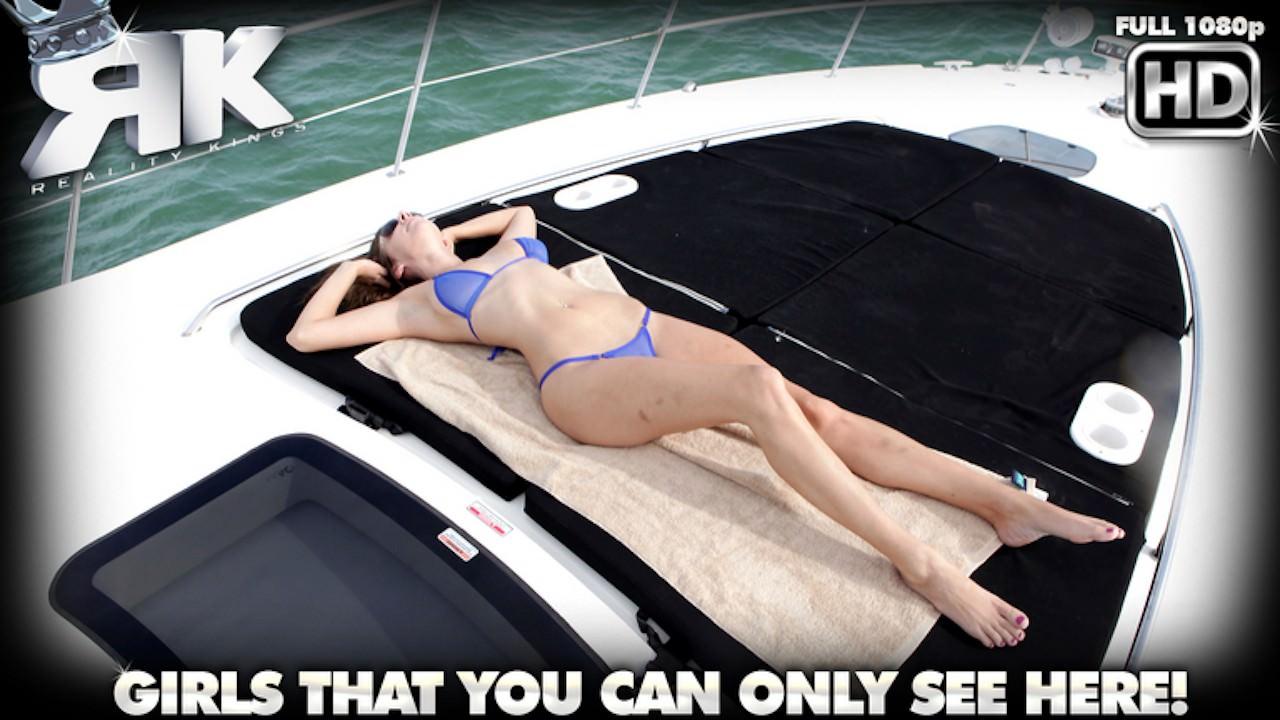 captainstabbin presents seduction-in-the-sun in episode: Seduction In The Sun