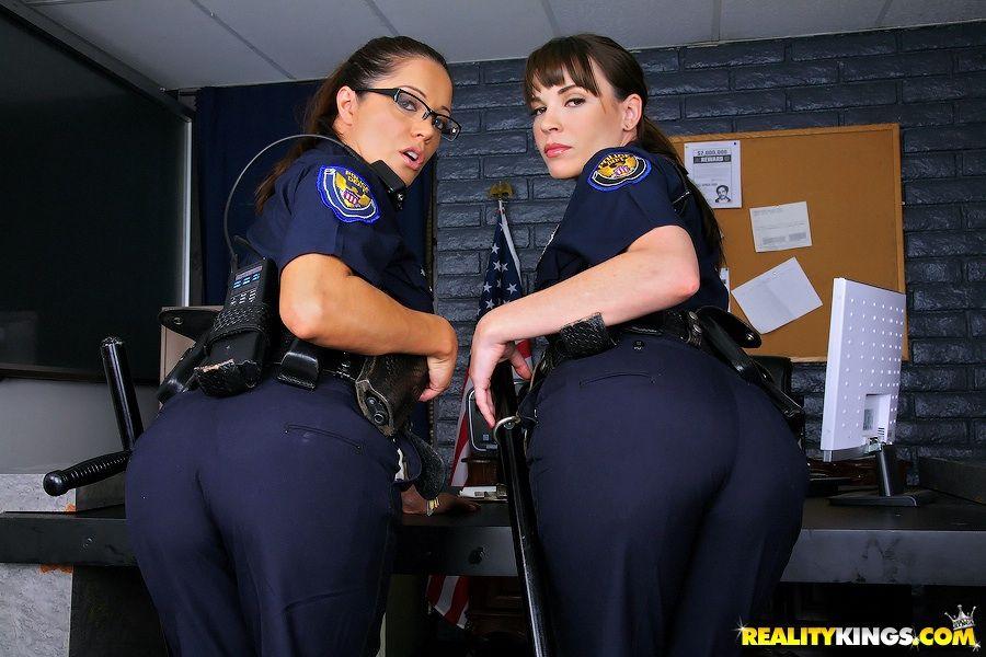 porno-v-kostyume-politsii