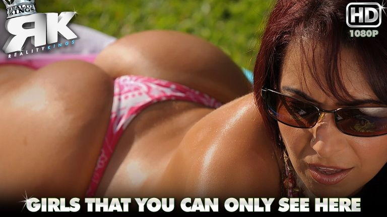 mikeinbrazil presents carmen in episode: Bootyful Carmen