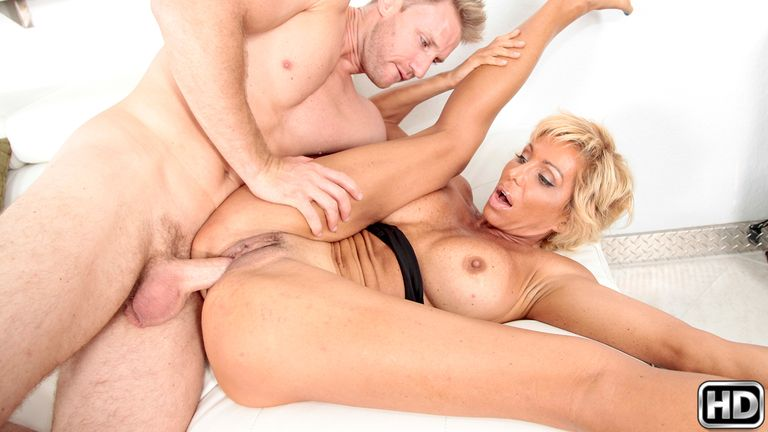 milfhunter presents lyla in episode: Double Dip