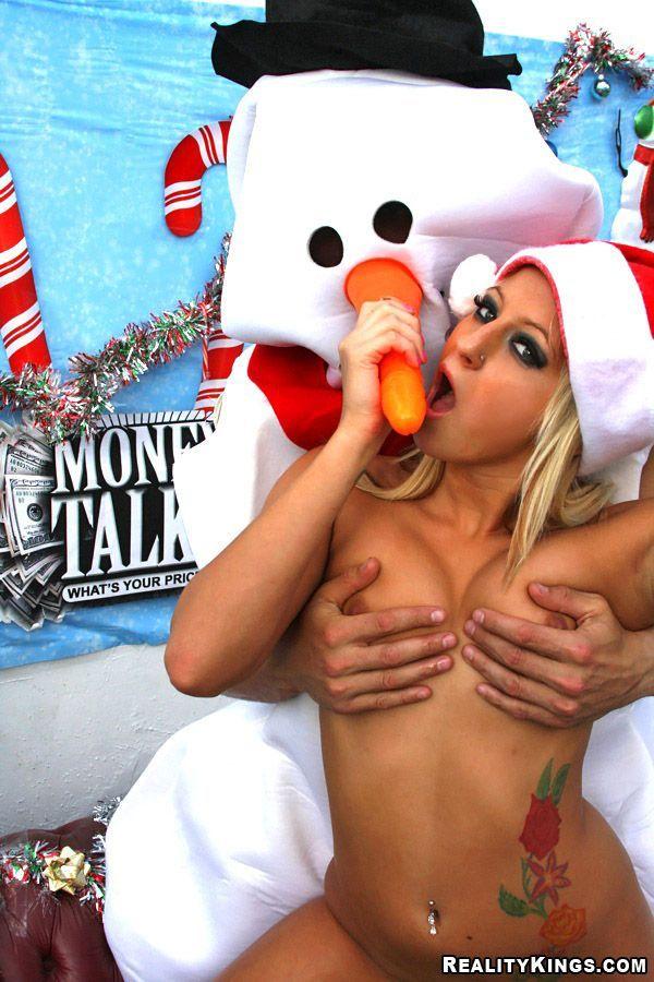 секс видео со снеговиком красоток решает