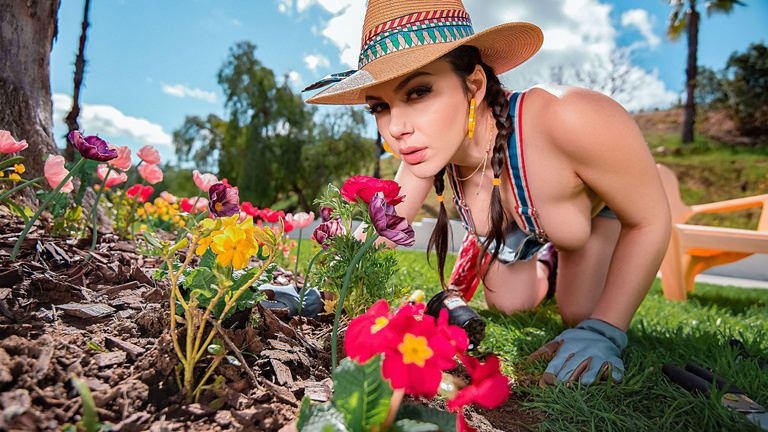 monstercurves presents valentinanappi030819 in episode: Gardening Hoe