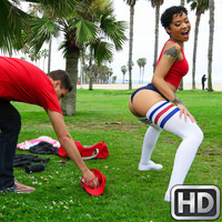 roundandbrown presents honeygold070717 in episode: Street Twerker