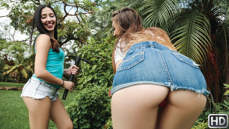 sneakysex presents jessiewylde040718 in episode: Hose In The Garden