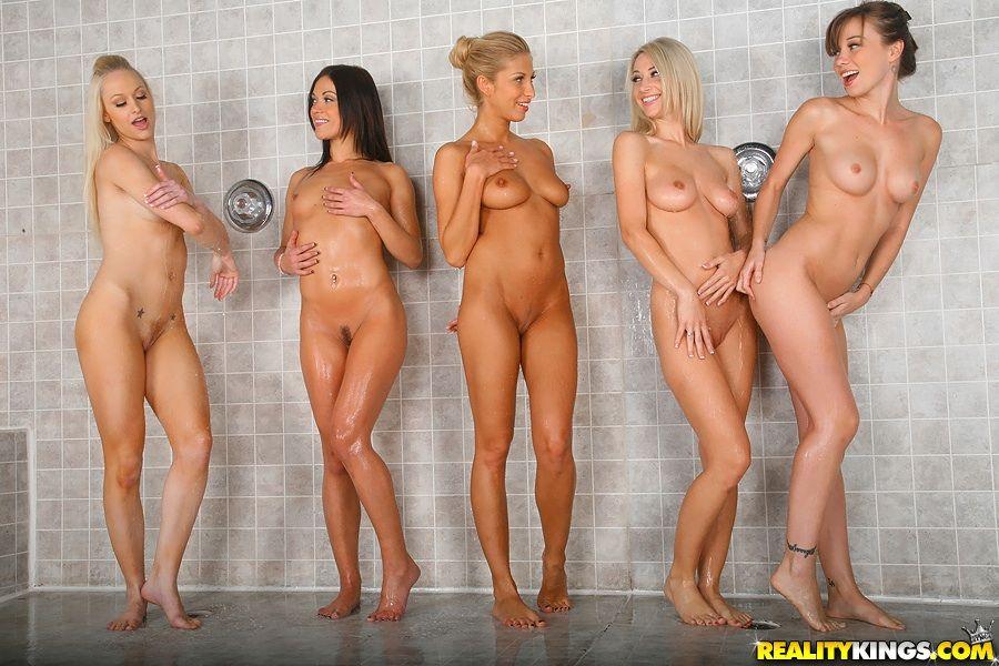 голые в душе порно фото
