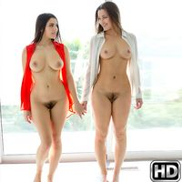welivetogether valentinanappi Licking Labia